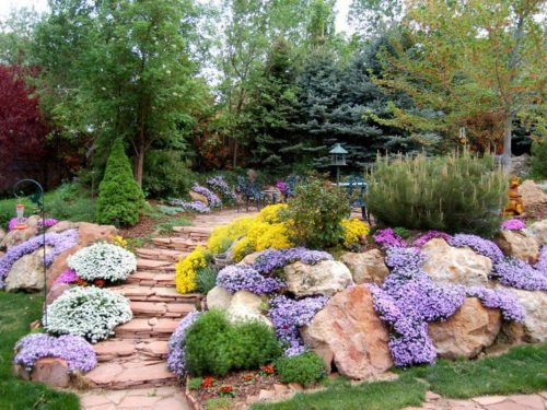 Aménager son jardin en pente : comment gérer les contraintes ?
